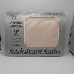 WHISPER SOFT MILLS SATIN FULL FLAT SHEET NWT
